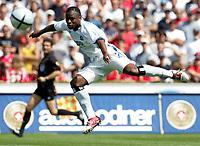 Fotball<br /> Tyskland 2004/05<br /> FC Thun v Hamburger SV<br /> 17. juli 2004<br /> Foto: Digitalsport<br /> NORWAY ONLY<br /> Emile Mpenza HSV