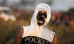 16.10.2015, Gaza city, PSE, Gewalt zwischen Palästinensern und Israelis, im Bild Zusammenstösse zwischen Palästinensischen Demonstranten und Israelischen Sicherheitskräfte // A masked Palestinian protester looks on during clashes with Israeli security forces near the border fence between Israel and Gaza city October 16, 2015. The unrest that has engulfed Jerusalem and the occupied West Bank, the most serious in years, has claimed the lives of 35 Palestinians and seven Israelis. The tension has been triggered in part by Palestinians' anger over what they see as increased Jewish encroachment on Jerusalem's al-Aqsa mosque compound, Palestine on 2015/10/16. EXPA Pictures © 2015, PhotoCredit: EXPA/ APAimages/ Ashraf Amra<br /> <br /> *****ATTENTION - for AUT, GER, SUI, ITA, POL, CRO, SRB only*****