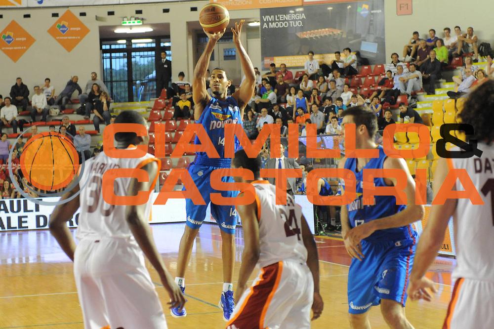 DESCRIZIONE : Roma Lega Basket A 2011-12  Acea Virtus Roma Novipiu Casale Monferrato<br /> GIOCATORE : Garrett Temple<br /> CATEGORIA : three points<br /> SQUADRA : Novipiu Casale Monferrato<br /> EVENTO : Campionato Lega A 2011-2012 <br /> GARA : Acea Virtus Roma Novipiu Casale Monferrato<br /> DATA : 29/04/2012<br /> SPORT : Pallacanestro  <br /> AUTORE : Agenzia Ciamillo-Castoria/ GabrieleCiamillo<br /> Galleria : Lega Basket A 2011-2012  <br /> Fotonotizia : Roma Lega Basket A 2011-12 Acea Virtus Roma Novipiu Casale Monferrato <br /> Predefinita :