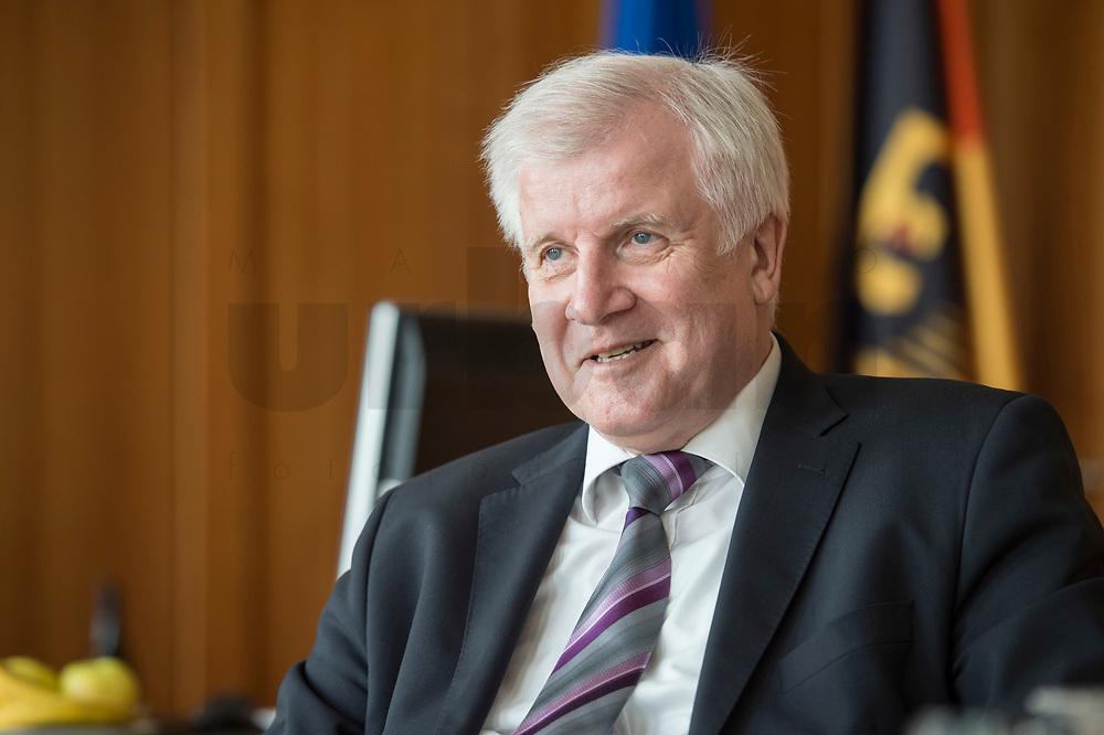 20 JUN 2018, BERLIN/GERMANY:<br /> Horst Seehofer, CSU, Bundesinnenminister, waehrend einem Interview, in seinem Buero, Bundesministerium des Inneren<br /> IMAGE: 20180620-02-026<br /> KEYWORDS: Büro