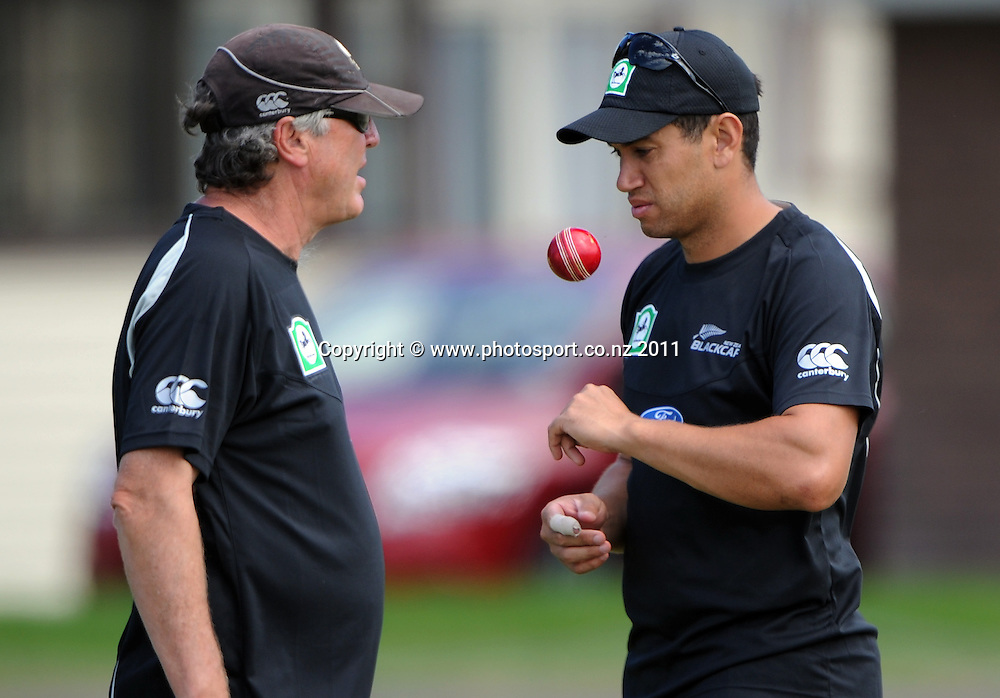 Ross Taylor talks to John Wright (L) during a Black Caps training session at Nelson Park in Napier ahead of the first cricket test against Zimbabwe starting this week. Tuesday 24 January 2012. Napier, New Zealand. Photo: Andrew Cornaga/Photosport.co.nz