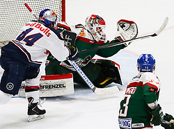 20.02.2015, Curt-Fenzel-Stadion, Augsburg, GER, DEL, Augsburger Panther vs EHC Red Bull München, 49. Runde, im Bild Markus Keller (Torwart Augsburger Panther #35) faengt die Scheibe vor David Meckler (EHC Muenchen), // during Germans DEL Icehockey League 49th round match between Augsburger Panther and  EHC Red Bull München at the Curt-Fenzel-Stadion in Augsburg, Germany on 2015/02/20. EXPA Pictures © 2015, PhotoCredit: EXPA/ Eibner-Pressefoto/ Krieger<br /> <br /> *****ATTENTION - OUT of GER*****