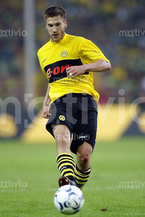 Fussball / 1. Bundesliga Saison 2002/2003         Torsten FRINGS, Einzelaktion am Ball Borussia Dortmund