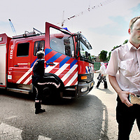 Nederland, Amsterdam , 29 juni 2010..Manager van de brandweer op de IJdoornlaan dhr. Ralph Molenaar in Amsterdam Noord met de steen waarmee collega brandweerliedenbekogeld werden. De Amsterdamse brandweermannen van kazerne Zebra in Noord zijn de verbale en fysieke intimidatie van omstanders zat. Ze worden gehinderd bij hun werk, beschimpt, getreiterd en bekogeld..Manager of the fire brigade mr. Ralph Miller in Amsterdam North showing the stone that fellow firefighters were pelted.
