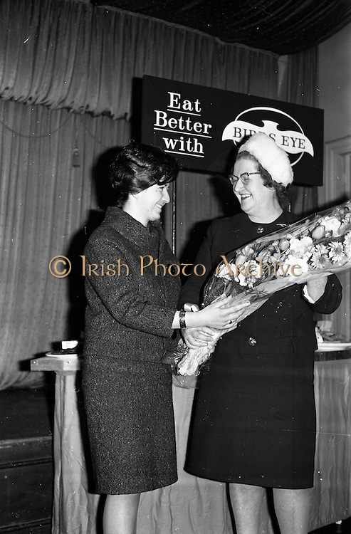 26/03/1963<br /> 03/26/1963<br /> 26 March 1963<br /> Prize draw at frozen food seminar for Housewives sponsored by M and P Hanlon Ltd. and Birds-Eye foods Ltd. was held at the Gresham Hotel, Dublin. During the seminar a draw was held for a refrigerator.  Mrs K. Hogan, President, Dublin Federation I.C.A. presenting a bouquet of flowers to one of the attendees.