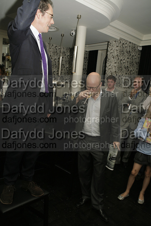 Toby Young, The Sound of No Hands Clapping. Toby Young book launch. High Road House. Chiswick, London. 11 September 2006. ONE TIME USE ONLY - DO NOT ARCHIVE  © Copyright Photograph by Dafydd Jones 66 Stockwell Park Rd. London SW9 0DA Tel 020 7733 0108 www.dafjones.com