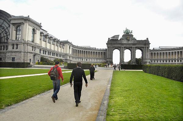 Belgie, Brussel, 28-7-2011In 1880 liet Leopold II het Jubelpark aanleggen ter gelegenheid van het vijftigjarig bestaan van Belgie. De Triomfboog was opgericht in 1905 en verheerlijkt de industriele en economische vooruitgang. Jubel Park, also called Parc duCinquantenaire, comissioned by King Leopold II to celebrate 50 years of Belgium. The centrepiece triumphal arch was erected in 1905. The structures were built in iron, glass and stone, symbolising the economic and industrial performance of Belgium.Foto: Flip Franssen/Hollandse Hoogte