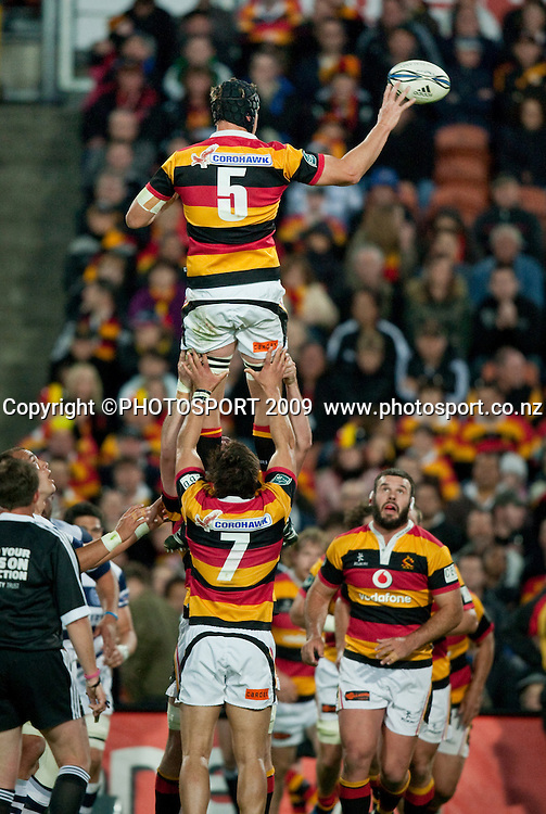 Lineout during the Air New Zealand Cup rugby match between Waikato and Auckland, won by Auckland 26-18, at Waikato Stadium, Hamilton, New Zealand, Saturday 24 October 2009. Photo: Stephen Barker/PHOTOSPORT