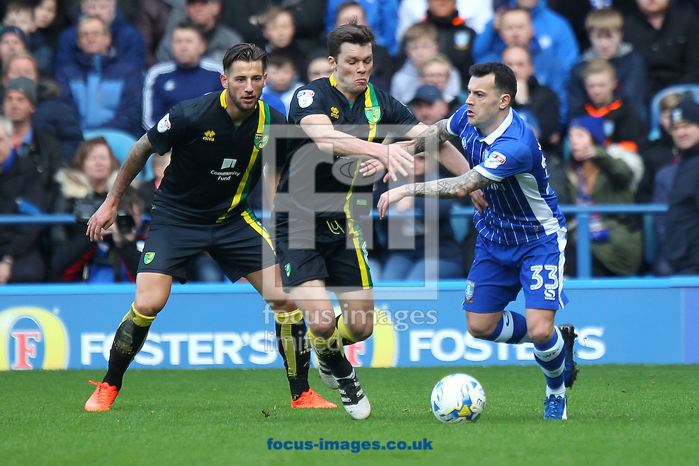 Jonny Howson of Norwich and Ross Wallace of Sheffield Wednesday in action during the Sky Bet Championship match at Hillsborough, Sheffield<br /> Picture by Paul Chesterton/Focus Images Ltd +44 7904 640267<br /> 04/03/2017