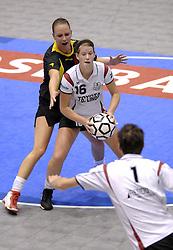 29-12-2006 KORFBAL: CHALLENGE 2006: DOS 46 - BELGIE: ROTTERDAM<br /> Anneloes Maneschijn<br /> ©2006-WWW.FOTOHOOGENDOORN.NL