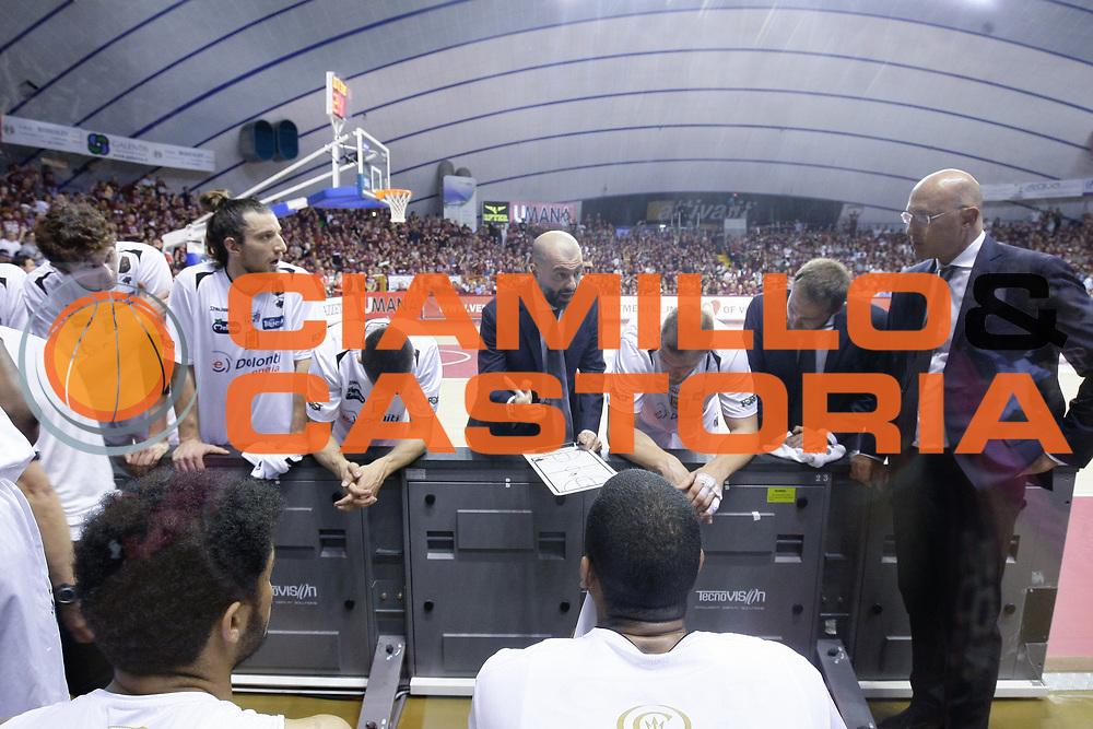 Maurizio Buscaglia, timeout trento<br /> Umana Reyer Venezia - Dolomiti Energia Aquila Basket Trento<br /> Lega Basket Serie A 2016/17 Finali Gara 01<br /> Venezia, 10/06/2017<br /> Foto Ciamillo-Castoria / M. Brondi