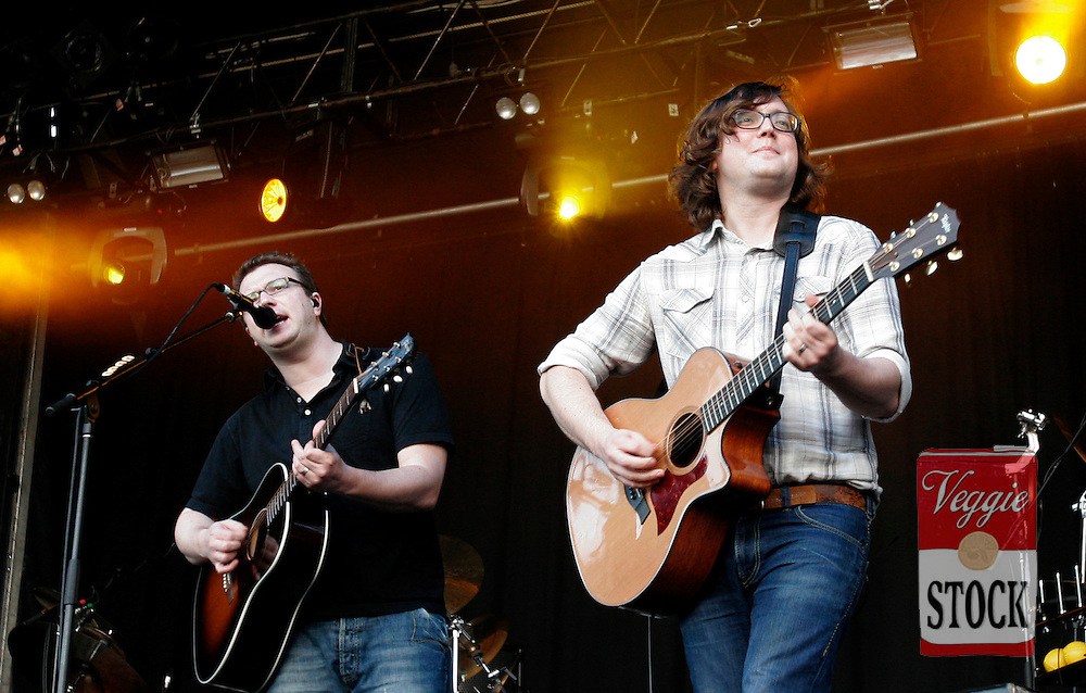 Ben Ottewell (left) and Tom Gray from British Band Gomez perform at the Great Escape music festival in Sydney, Sunday, April 8, 2007. The festival is in its second year and runs over the Easter long weekend. (AAP Image/Megan Young) NO ARCHIVING