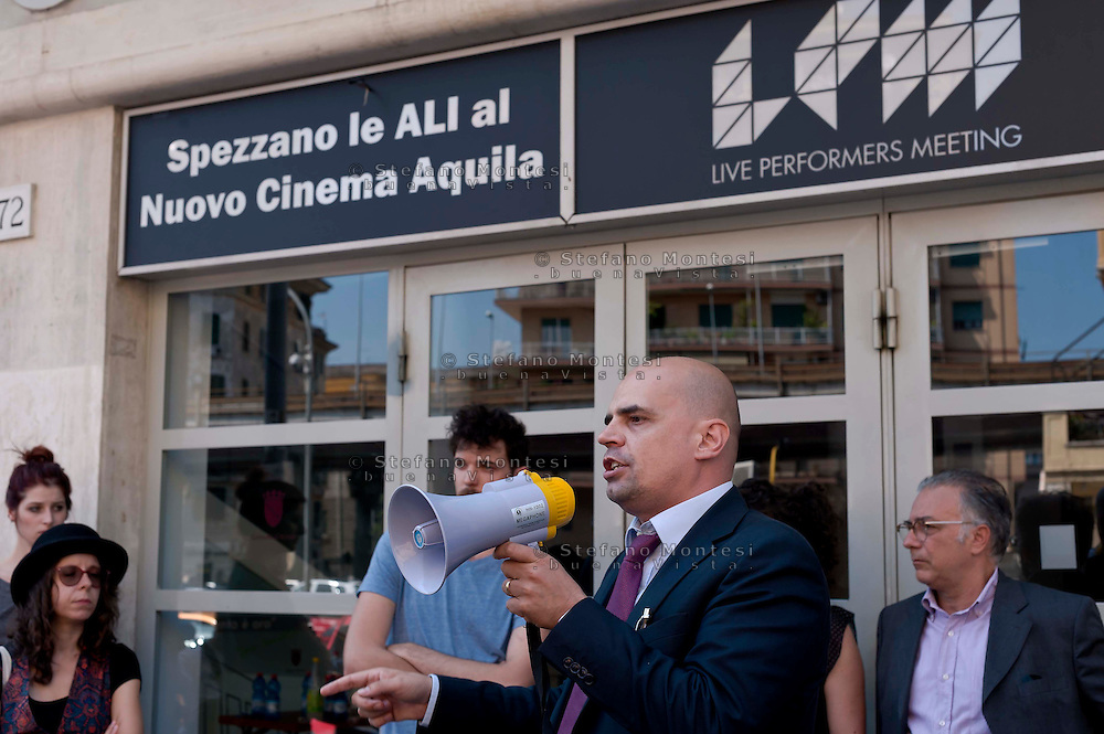 "Roma, 9 Giugno  2015<br /> Il comune di Roma revoca la concessione del Nuovo Cinema Aquila, storico cinema del quartiere Pigneto, con tre anni di anticipo rispetto alla scadenza del regolare contratto di concessione e i lavoratori del cinema verranno licenziati.<br /> Il Nuovo Cinema Aquila è l'unico cinema che a Roma  a proiettato il film di Sabina Guzzanti ""La trattativa Stato-Mafia"".  Massimo Enrico Baroni portavoce M5S alla Camera dei Deputati<br /> Rome, June 9, 2015<br /> The municipality of Rome revoked the grant of the Nuovo Cinema Aquila, the historic movie theater of Pigneto, with three years in advance of the expiry of the concession contract and regular employees of the cinema will be laid off.<br /> The Nuovo Cinema Aquila is the only cinema in Rome to screen the film by Sabina Guzzanti ""Negotiation State-Mafia"". Massimo Enrico Baroni M5S spokesman in the House of Deputies"