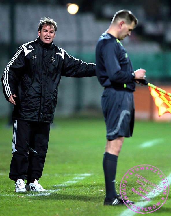(L) TRAINER COACH JAN URBAN (LEGIA) & (R) REFEREE ASSISTANT DURING ORANGE EXTRALEAGUE SOCCER MATCH BETWEEN  LEGIA WARSAW. AND JAGIELLONIA BIALYSTOK.ORANGE EXTRALEAGUE - I LIGA - 14. ROUND.WARSAW , POLAND , NOVEMBER 09, 2007.( PHOTO BY ADAM NURKIEWICZ / MEDIASPORT )