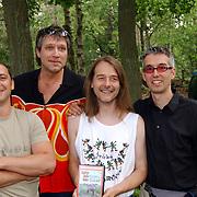 """Uitreiking DVD Sjaak Bral """"Hurken in de Berm"""", en band"""