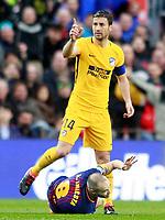 FC Barcelona's Andres Iniesta injured (d) in presence of Atletico de Madrid's Gabi Fernandez during La Liga match. March 4,2018. (ALTERPHOTOS/Acero)