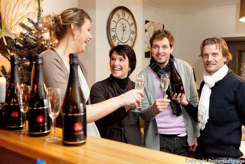 371217-Samenwerking tussen Het koffiemoment en Belgium Bubbles-Dandois Gaëlle, Kristien Dieltiens, Hans Forceville en Olivier Sonck