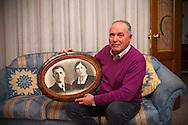 Terni, 03/12/2014: Enzo Bottega, operaio AST in pensione, mostra la foto dei suoi genitori Felice e Amalia - Enzo Bottega, retired worker, in his house