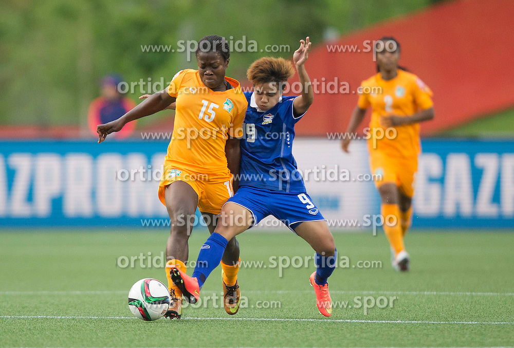 12.06.2015, Lansdowne Stadium, Ottawa, CAN, FIFA WM, Frauen, Elfenbeink&uuml;ste vs Thailand, Gruppe B, im Bild Christine Lohoues (L) of Cote d'Ivoire vies with Warunee Phetwisetof Thailand. Cote d'Ivoire lost the match 2-3 // during group B match of FIFA Women's World Cup between Ivoire Coast and Thailand at the Lansdowne Stadium in Ottawa, Canada on 2015/06/12. EXPA Pictures &copy; 2015, PhotoCredit: EXPA/ Photoshot/ Zou Zheng<br /> <br /> *****ATTENTION - for AUT, SLO, CRO, SRB, BIH, MAZ only*****