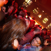 NLD/Hilversum/20100424 -  Playboy Night at the Mansion, publiek dansend in de discotheek