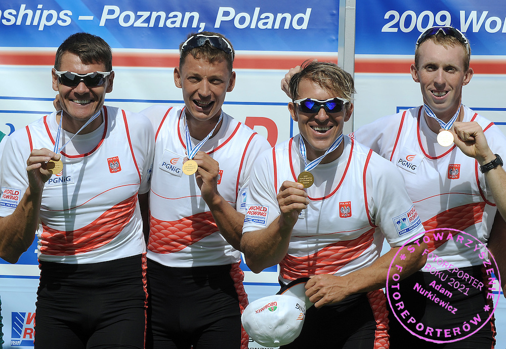 (L-R) ADAM KOROL & MICHAL JELINSKI & MAREK KOLBOWICZ & KONRAD WASIELEWSKI (ALL POLAND) POSE WITH GOLD MEDALS AFTER THE FINAL A MEN'S QUADRUPLE SCULLS DURING DAY EIGHT OF REGATTA WORLD ROWING CHAMPIONSHIPS ON MALTA LAKE IN POZNAN, POLAND...POZNAN , POLAND , AUGUST 30, 2009..( PHOTO BY ADAM NURKIEWICZ / MEDIASPORT )..PICTURE ALSO AVAIBLE IN RAW OR TIFF FORMAT ON SPECIAL REQUEST.