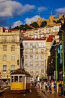 Portugal, Lisbonne, tramway su la Praca de Figueira et le chateau Sao Jorge // Portugal, Lisbon, tram on Praca de Figueira and Sao Jorge castle