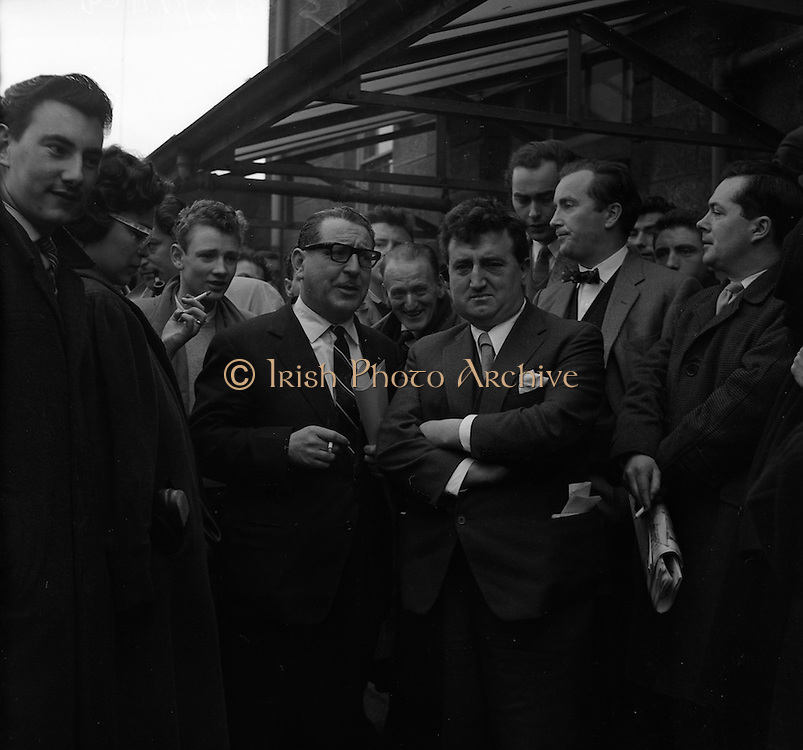17/02/1961 <br /> 02/17/1961<br /> 17 February 1961<br /> Brenden Behan (right, arms crossed) at the District Court, Dublin, having been charged with drunk and disorderly conduct.