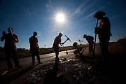 Uberlandia_MG, Brasil...Obras de infraestrutura na BR 365 em Uberlandia, Minas Gerais...The works in the BR 365 highway in Uberlandia, Minas Gerais...Foto: LEO DRUMOND / NITRO