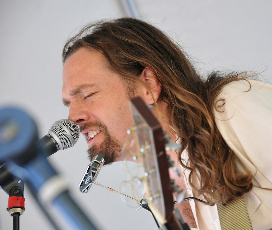 Stuart Oliver in concert at the 2012 Tucson Folk Festival. Event photography by Martha Retallick.