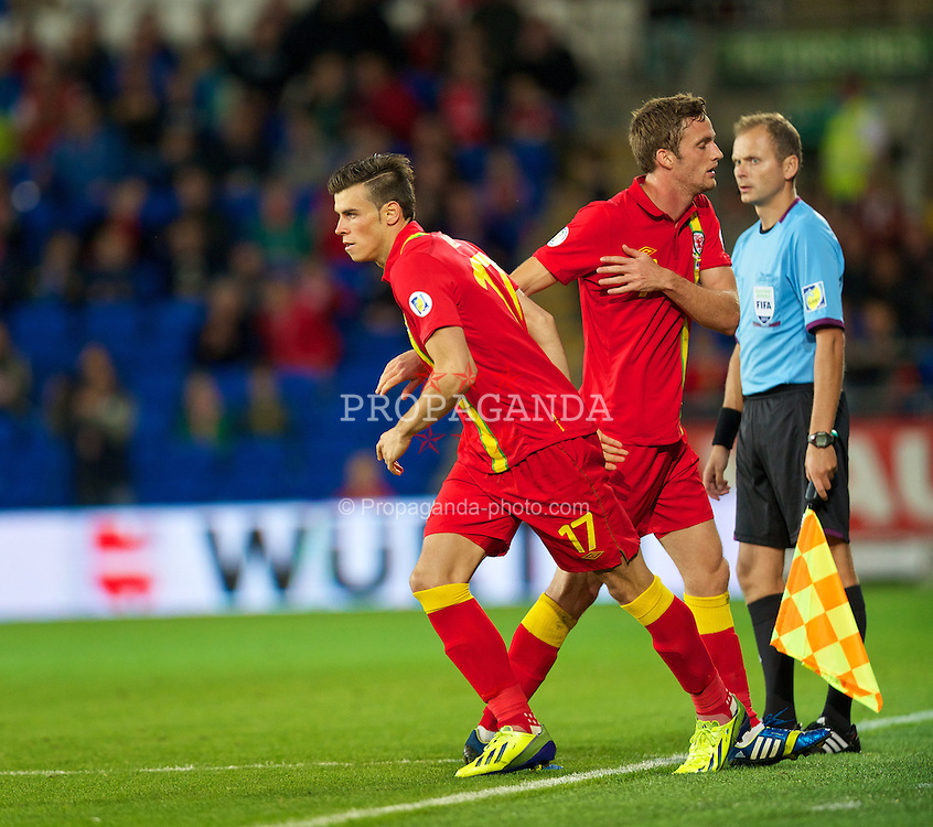 CARDIFF, WALES - Tuesday, September 10, 2013: Wales' substitute Gareth Bale is brought on against Serbia, replacing Andy King, during the 2014 FIFA World Cup Brazil Qualifying Group A match at the Cardiff CIty Stadium. (Pic by David Rawcliffe/Propaganda)