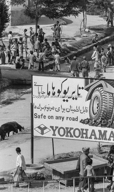 Kabul after the coup díetat of the communist party against daoud  Kabul  Afghanistan   / kaboul apres le coup díetat du parti communiste contre Daoud  Kaboul  Afghanistan  / L0055628 / the city center is quiet / le centre ville est tranquille