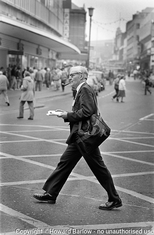 TONY BENN on a lunchtime walkabout in Blackpool during the Labour Party Conference 1988 in which he stood for Party Leader. He was heavily beaten by Neil Kinnock. .  Photograph © Howard Barlow