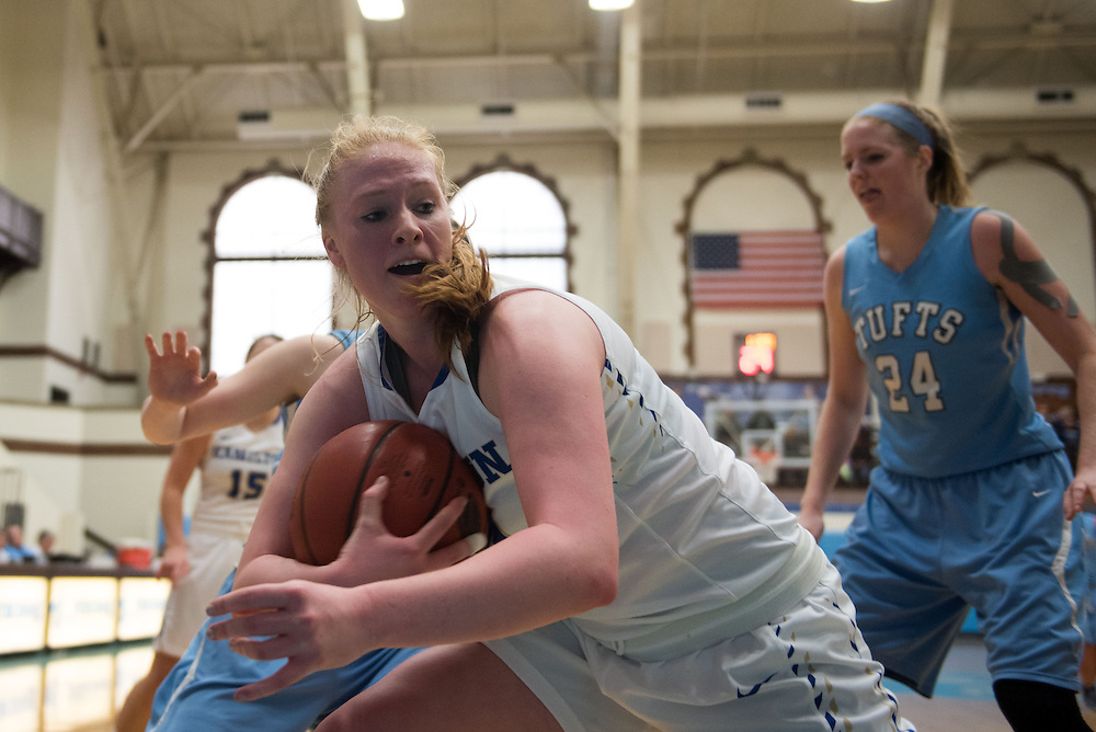 16.01.16 – Medford/Somerville, MA – A Hamilton player grabs the ball during the first half of the Tufts women's basketball game against Hamilton in Cousens Gym on Saturday, Jan. 16, 2016. (Nicholas Pfosi / The Tufts Daily)