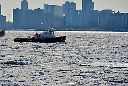 """Ice floes are viewed along the Hudson River in New York City, the United States, on Feb. 20, 2015. New York City Emergency Management has issued a weather alert for dangerous cold temperatures for Feb. 20, followed by a wintry mix of snow, sleet and freezing rain. A bitterly cold chill known as the """"Siberian Express"""" has enveloped much of eastern America, sending temperatures plummeting below their normal February levels to record lows in at least 100 places. EXPA Pictures © 2015, PhotoCredit: EXPA/ Photoshot/ Wang Lei<br /> <br /> *****ATTENTION - for AUT, SLO, CRO, SRB, BIH, MAZ only*****"""