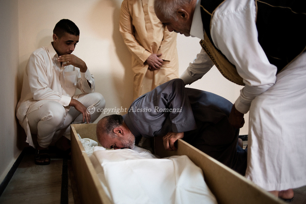 Libya, Misurata: Mukhtar Dabaiba kisses the dead body of his son Mohamed, 19 yo, killed by ISIS fighters in Sirte as he was fighting along with forces affiliated to the Tripoli government on November 22, 2016. Alessio Romenzi