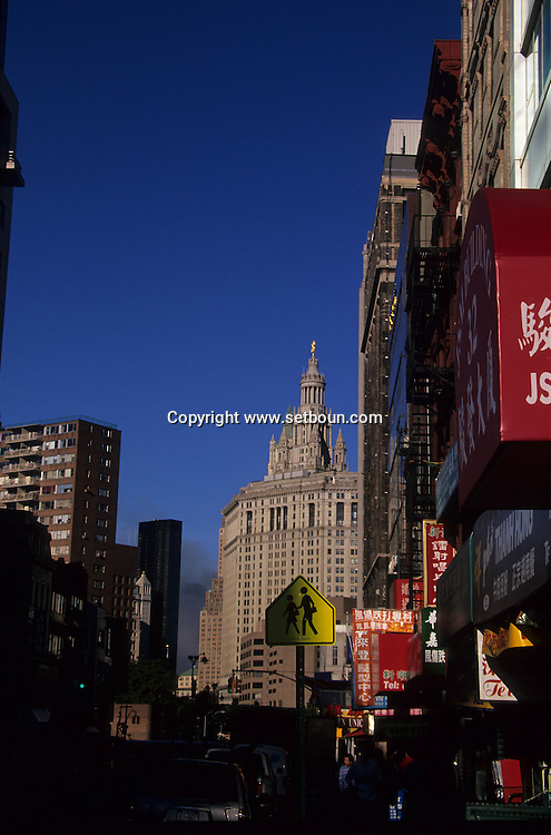 New York.  Chinatown:  The destroyed skyline ; after the terorist attack on world trade center towers in Manhattan  New york  Usa /   Chinatown: Le skyline detruit  , apres l'attaque terroriste sur les tours du world trade center a Manhattan  New york  USA