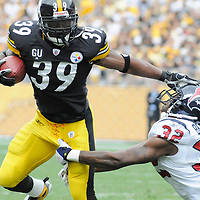 Pittsburgh Steelers Willie Parker straight arms  Houston Texans Fred Brennett and runs seven yards for a touchdown in the first quarter at  Heinz Field  in Pittsburgh September 7, 2008. (UPI Photo/Archie Carpenter)