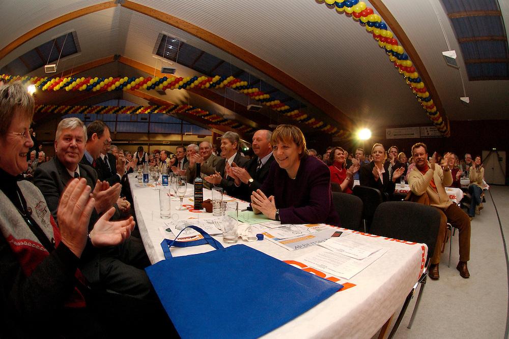 25 FEB 2004, DEMMIN/GERMANY:<br /> Angela Merkel (M), CDU Bundesvorsitzende, Politischer Aschermittwoch der CDU Mecklenburg-Vorpommern, Tennis- und SSquash Center Demmin<br /> IMAGE: 20040225-02-066