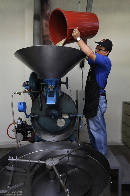 Jimmy Bonilla Saborío, Quality Control supervisor for COOCAFE's facility in Tilarán, roasts coffee beans. COOCAFE, Tilarán, Guanacaste, Costa Rica. August 22, 2012.