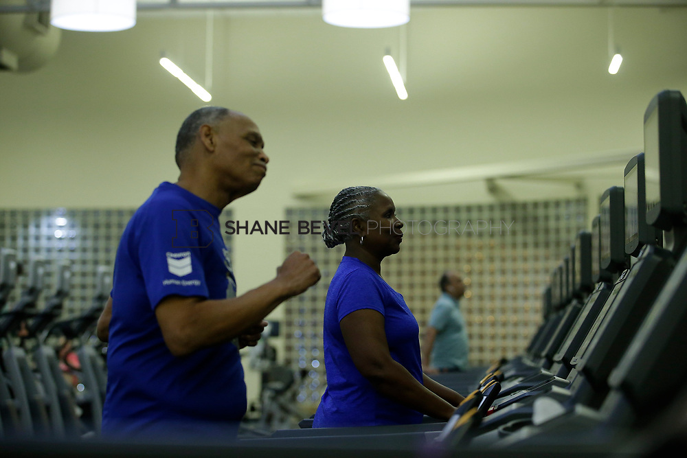 11/8/17 7:37:51 PM --  Charles and Shonda at Healthzone at SFHS. <br /> <br /> Photo by Shane Bevel