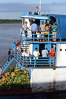 Passenger ferry making its way towards Iquitos