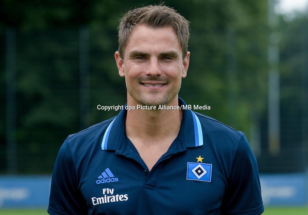 German Bundesliga - Season 2016/17 - Photocall Hamburger SV on 25 June 2016 in Hamburg, Germany: Goaleekping coach Stefan Waechter. Photo: Axel Heimken/dpa | usage worldwide