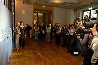 07 AUG 2002, BERLIN/GERMANY:<br /> Sabine Christiansen (blond), ARD TV Moderatorin, und Maybritt Illner (bruenett), ZDF TV Moderatorin, waehrend einem Fototermin zu einer Pressekonferenz von ARD und ZDF zu den bevorstehenden TV Duellen zwischen Kanzler und Unions-Kanzlerkandidat, Museum fuer Kommunikation<br /> IMAGE: 20020807-01-014<br /> KEYWORDS: Fernsehduell, Duell, Wahlkampf, Polit-Talk, Fotograf, Fotografen, Fotojournalisten,