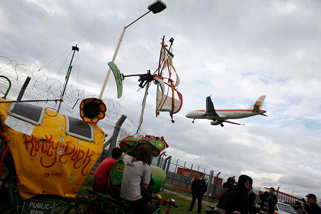 Climate Camp UK 2007<br /> Rinky Dinky playing it load at Heathrow, surprising the police.  The Climate Camp is a camp set up to highlight protests against a proposed third runway at Heathrow, destroying nearby villages and to put the spotlight on climate change issues.