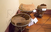 Urnas funer&aacute;ria no Museu de Antropologia do Vale do Para&iacute;ba, Jacare&iacute; - SP, 06/2016.<br /> &Agrave; esquerdaUrna funer&aacute;ria Tupiguarani corrugada  S&iacute;tio Arqueol&oacute;gico Santa Marina, Jacare&iacute; - SP, Material/T&eacute;cnica: Cer&atilde;mica/Acordelamento, Cronologia: Aproximadamente 500 anos.<br /> No centro Urna funer&aacute;ria Tupiguarani corrugada S&iacute;tio Arqueol&oacute;gico do Putim, S&atilde;o Jos&eacute; do Campos - SP, Material/T&eacute;cnica: Cer&atilde;mica/Acordelamento, Cronologia: Sem data&ccedil;&atilde;o.<br /> &Agrave; direita Urna funer&aacute;ria Aratu, S&iacute;tio Arqueol&oacute;gico Ligh - Jacare&iacute; - SP, Material/T&eacute;cnica: Cer&atilde;mica/Acordelamento, Cronologia: Sem data&ccedil;&atilde;o.