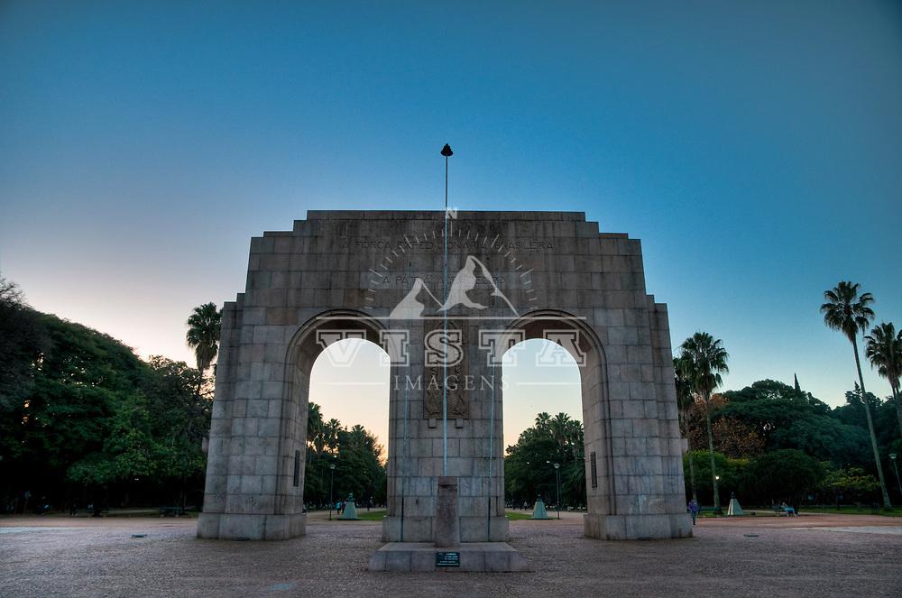 Monumento ao Expedicionario, Parque Farroupilha ou da Redencao, Porto Alegre, Rio Grande do Sul, Brasil. Foto de Ze Paiva, Vista Imagens.