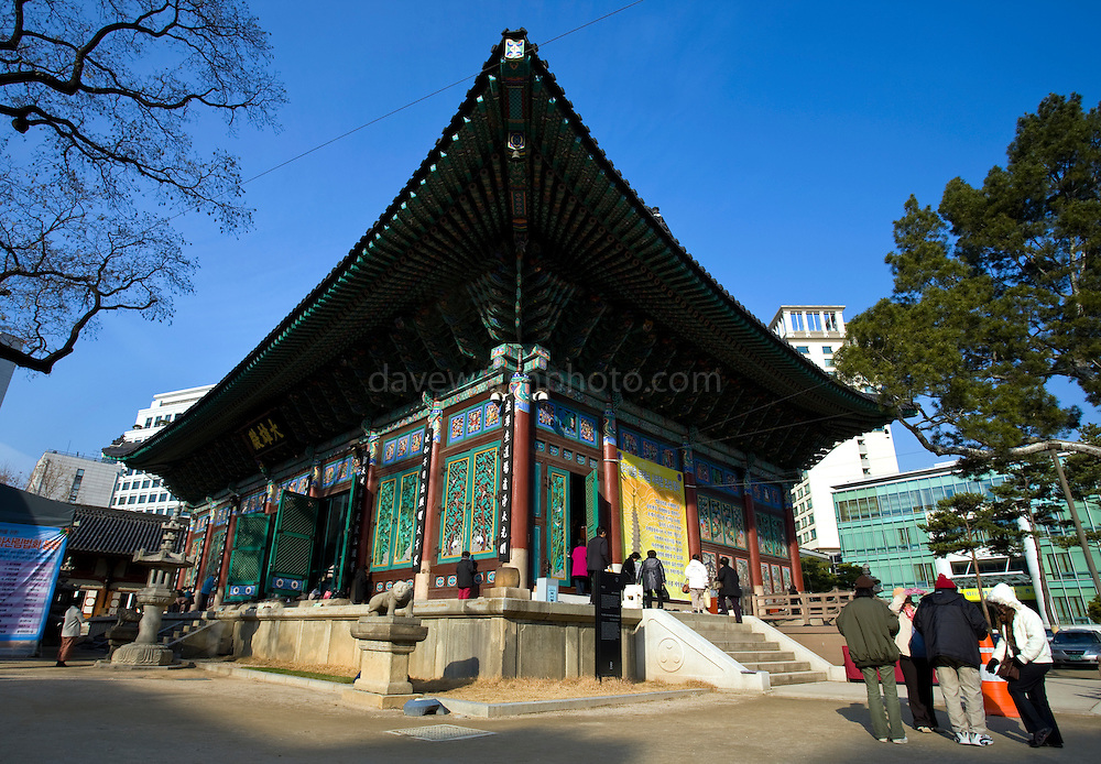 Hall of the Great Hero or Daeung-jeon at Jogye-sa Buddhist Temple, Seoul, South Korea. Jogyesa is the main temple of the Jogye Order of Korean Buddhism, and has a important part in Seon Buddhism. Located in Gyeonji-dong, Jongno-gu within in the old city of Seoul.