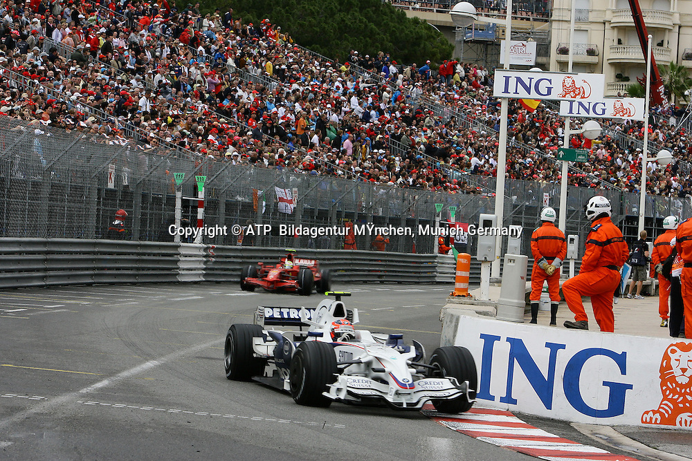 Robert Kubica, BMW Sauber, vor Felipe Massa, Scuderia  Ferrari. Monaco F1 Grand Prix. 25 May 2008. Photo: ATP/PHOTOSPORT