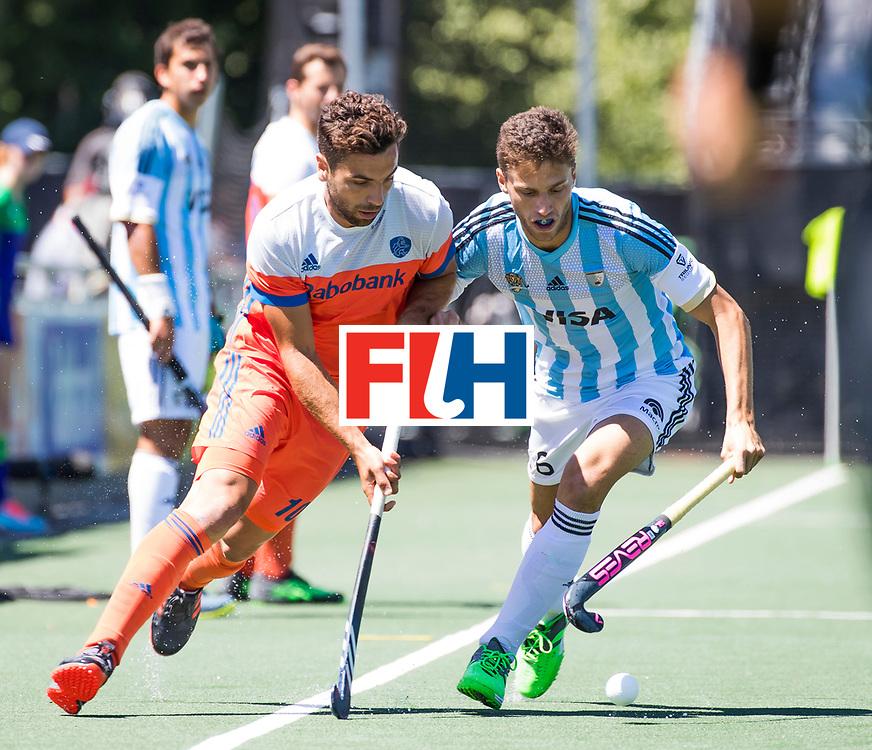 BREDA - Valentin Verga (Ned) met Santiago Tarazona (Arg)  tijdens de wedstrijd om brons tussen Nederland en Argentinie bij de Hockey Champions Trophy.  COPYRIGHT KOEN SUYK