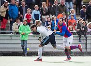 TILBURG - . Dylan van Minde (Tilburg) met Marc Schwarz (SCHC)  Hoofdklasse hockey competitie Tilburg-SCHC (4-2). COPYRIGHT KOEN SUYK